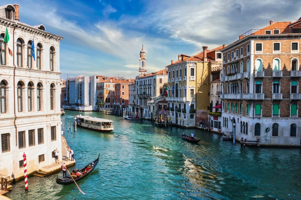 BookingCW-Tours-international-travelers